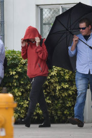 Taylor Swift Stills Arrives on the Set of Her New Music Video in Miami 2017/12/19