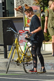 Thylane Blondeau Stills Out for Bicycle Ride in Venice Beach 2017/11/22