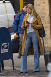 Toni Garrn Stills in Jeans Out in New York 2017/12/12