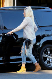 Tori Spelling Stills in Ripped Jeans - Beverly Hills 2017/12/21