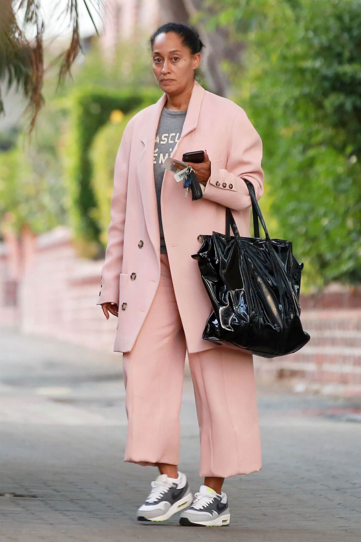 Tracee Ellis Ross Stills Out and About in Beverly Hills 2017/12/14