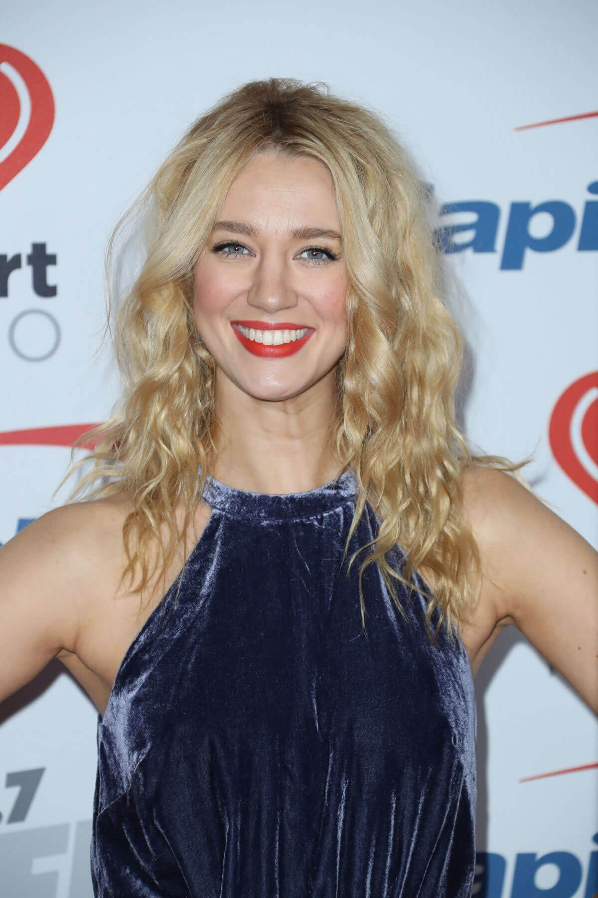 Yael Ball 102 Fm's Los Kiis Angeles 7 Grobglas At In Jingle Stills tQxCshrd
