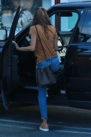 Alessandra Ambrosio Stills Leaves Brentwood Country Mart 2018/01/30