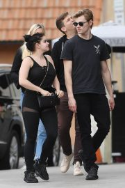 Ariel Winter and Levi Meaden Stills Out in Los Angeles 2018/01/30
