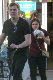Ariel Winter Stills Leaves a Petco Store with Baby Bunny in Los Angeles 2018/01/27