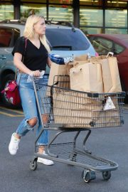 Busy Philipps Stills Shopping at Gelson's Market in West Hollywood 2018/01/30