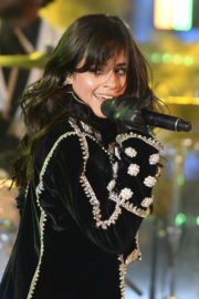 Camila Cabello Stills Performs at Dick Clark's New Rear's Rockin' Eve with Ryan Seacrest 2018 2017/12/31
