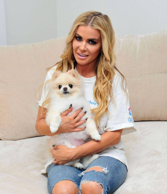 Carmen Electra Stills with Her Dog on the Set of a Photoshoot 2018/01/29