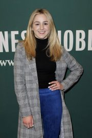 Chloe Lukasiak Stills at Her Girl on Pointe Book Signing in Los Angeles 2018/01/27