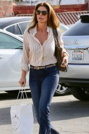 Cindy Crawford Stills Out and About in Malibu 2018/01/17