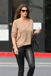 Cindy Crawford Stills Out and About in Santa Monica 2018/01/25