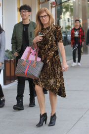 Connie Britton Stills Shopping on Rodeo Drive in Beverly Hills 2018/01/05