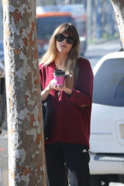 Dakota Johnson Stills Out for Coffee in West Hollywood 2018/01/12