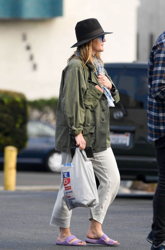 Drew Barrymore Stills Out Shopping in Los Angeles 2018/01/04