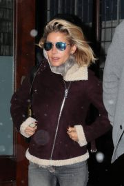Elsa Pataky Stills Out and About in New York 2018/01/17