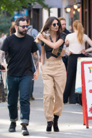 Emily Ratajkowski Stills Out with a Friend in New York 2017/10/27