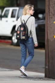 Emma Roberts Stills in Jeans Out Shopping in Los Angeles 2018/01/30