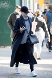 Emma Stone Stills Out in New York City 2018/01/25
