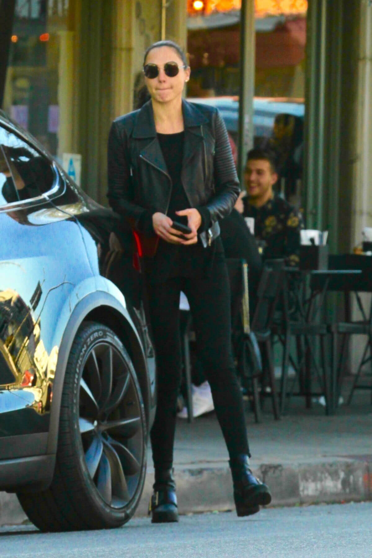 Gal Gadot Stills Out for Lunch in Los Angeles 2018/01/27