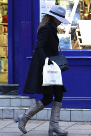 Geri Halliwell Stills Out Shopping Chocolate in London 2017/11/18