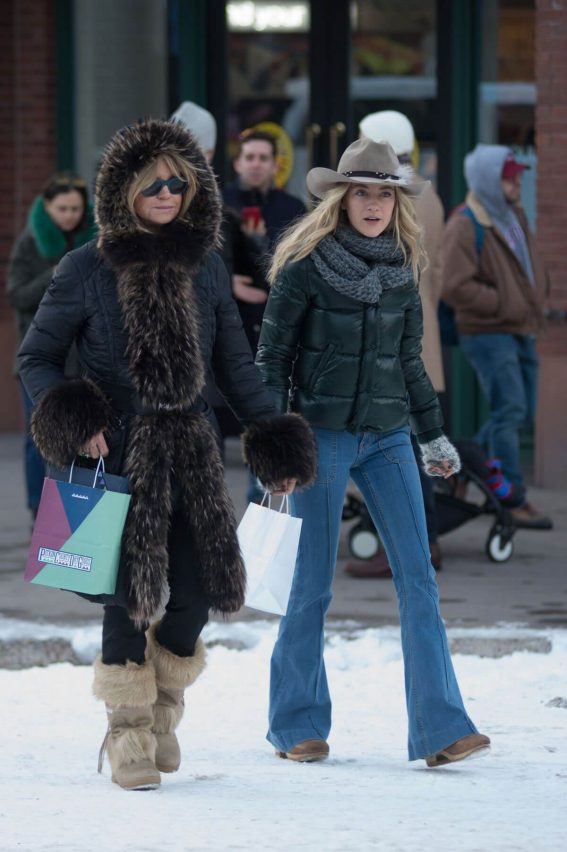 Goldie Hawn Stills Out Shopping in Aspen 2017/12/22