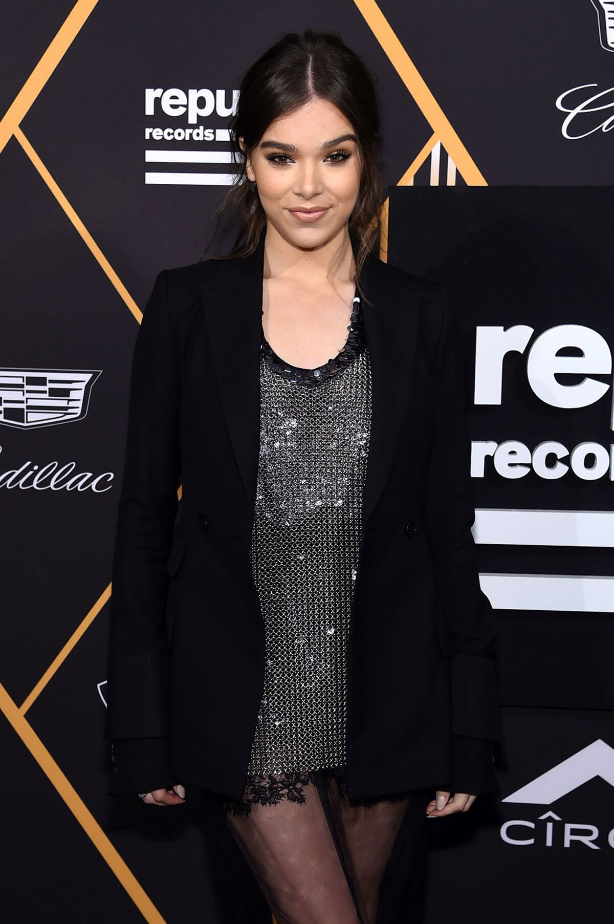 Hailee Steinfeld Stills at Republic Records Pre-Grammy Awards Party in New York 2018/01/26