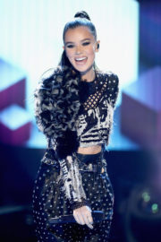 Hailee Steinfeld Stills Performs at Dick Clark's New Rear's Rockin' Eve with Ryan Seacrest 2018 2017/12/31