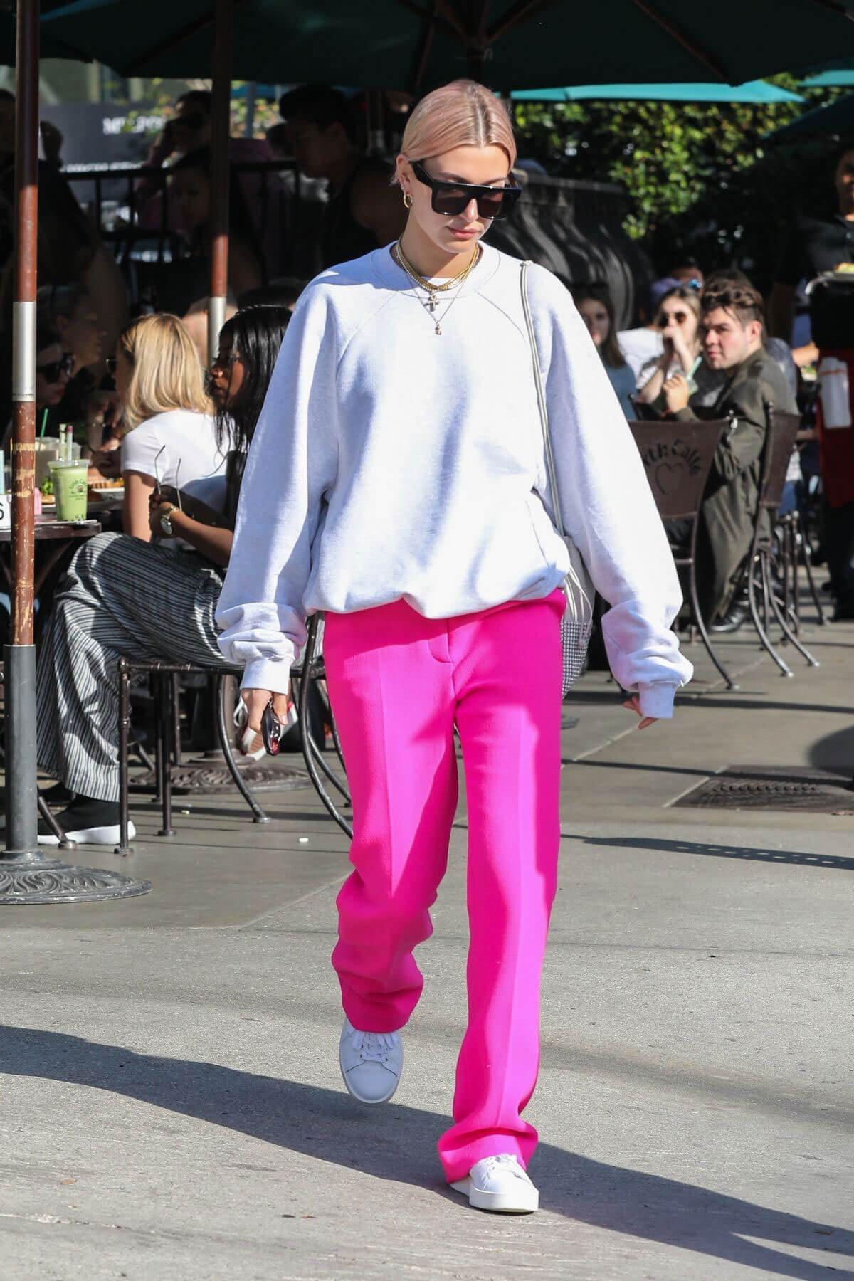 Hailey Baldwin Stills Out for Breakfast at Urth Caffe in West Hollywood 2018/01/12