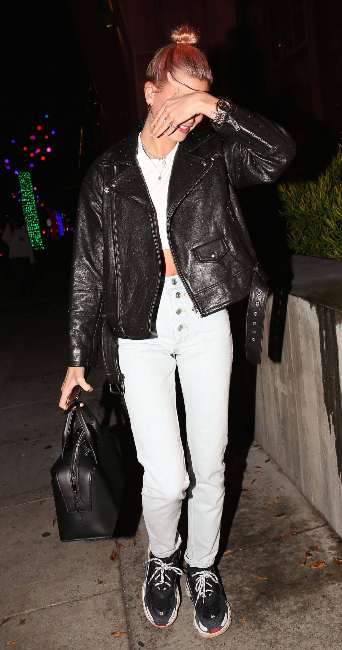 Hailey Baldwin Stills Out for Dinner at Matsuhisa in Los Angeles 2018/01/10