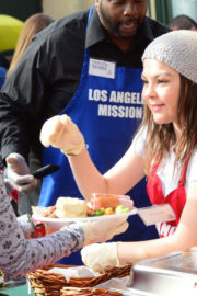 Hannah Zeile Stills at LA Mission Serves Christmas to the Homeless in Los Angeles 2017/12/22