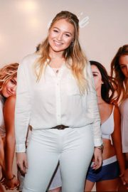 Iskra Lawrence Stills at Aeriereal Role Models Dinner Party in New York 2018/01/25