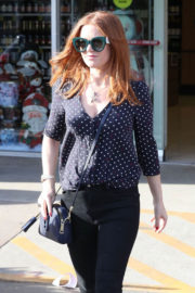 Isla Fisher Stills Out Shopping in Beverly Hills 2017/12/08