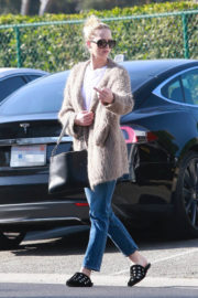 Jennifer Lawrence Stills Out Shopping in Beverly Hills 2018/01/04
