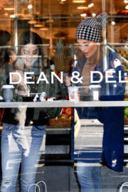 Jennifer Lopez and Vanessa Hudgens Stills at Dean and Deluca on the Set of Second Act in New York 2017/12/07