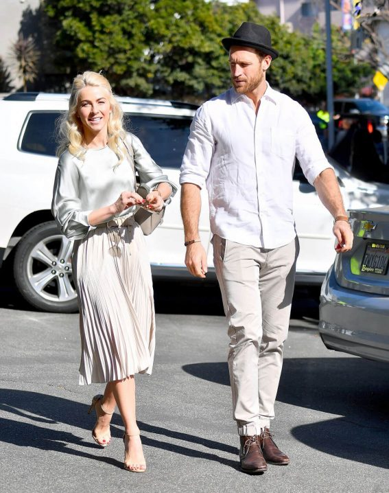Julianne Hough and Brooks Laich Stills Out for Lunch in Los Angeles 2017/12/30