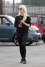 Julianne Hough Stills Arrives at a Dance Rehearsal in Los Angeles 2017/1/15