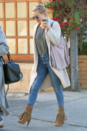 Kate Hudson Stills Out and About in Los Angeles 2017/12/21