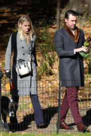 Kate Upton Stills Out at Central Park in New York 2017/11/17