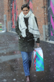 Katie Holmes Stills Out Shopping in New York 2017/12/09