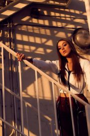 Kira Kosarin Poses by Sean Schiedt Photoshoot, January 2018 Issue