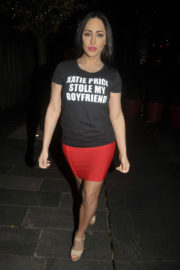 Laura-Alicia Summers Stills Wearing a Katie Price Stole My Boyfriend T-Shirt Out in Manchester 2017/11/12