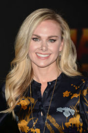 Laura Bell Bundy Stills at Jumanji: Welcome to the Jungle Premiere in Los Angeles 2017/12/11
