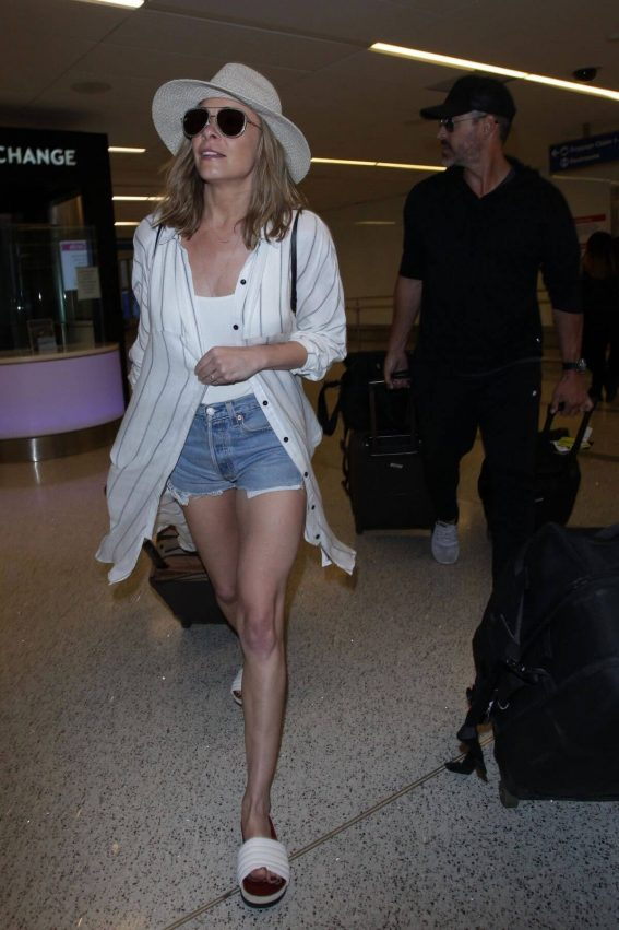 LeAnn Rimes Stills in Denim Shorts at LAX Airport in Los Angeles 2018/01/12