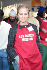 Maureen McCormick Stills at LA Mission Serves Christmas to the Homeless in Los Angeles 2017/12/22