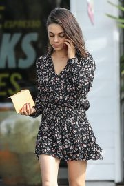 Mila Kunis Stills Out and About in Bel Air 2018/01/30