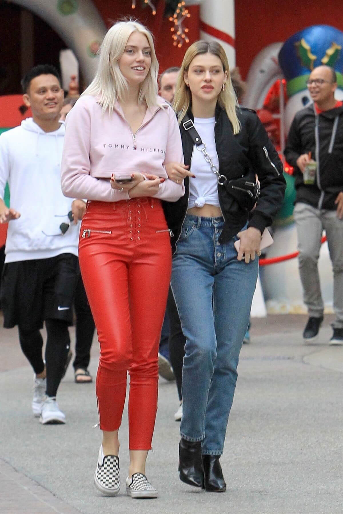 Nicola Peltz Stills Out Shopping at The Grove in Hollywood 2017/11/16