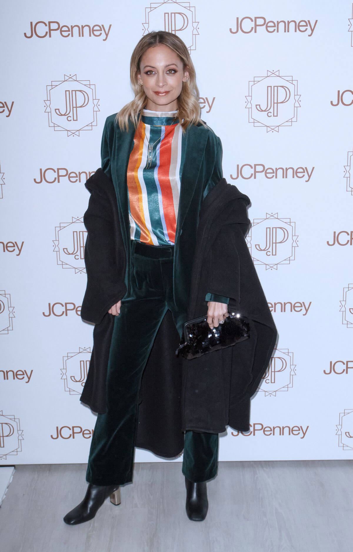 Nicole Richie Stills at Jacques Penne a JCPenney Holiday Boutique Pop-up in New York 2017/12/07