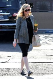 Pregnant Kirsten Dunst Stills Out and About in Studio City 2018/01/18