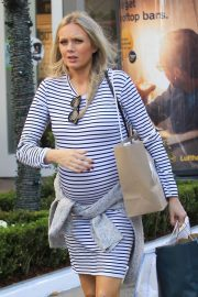 Pregnant Melissa Ordway Stills Out Shopping at The Grove 2017/11/17