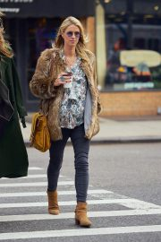 Pregnant Nicky Hilton Stills Out and About in New York 2017/11/14